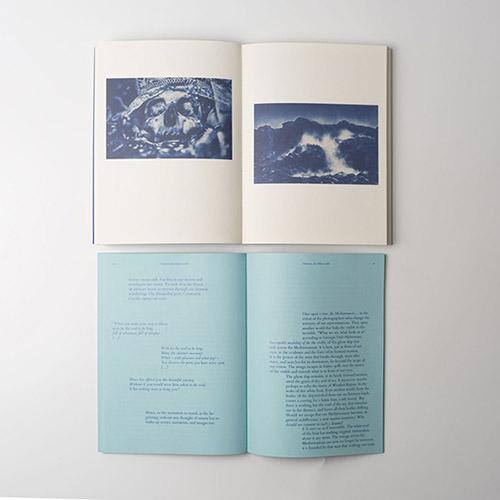 Double page et livret-texte en anglais -  Odysseus – l'Autre monde de Michaël Duperrin aux éditions SUN / SUN. © Michaël Duperrin. © éditions SUN / SUN.