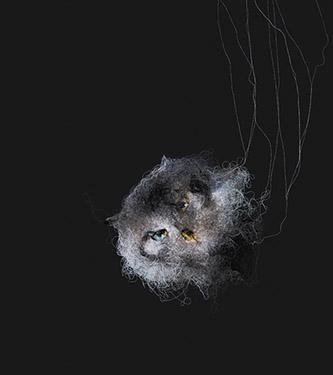 Mathieu Ducournau, « En suspens II », 2018. Fils de coton sur toile, 158 x 142 cm. Photographie © Zoé Ducournau. Courtesy Mathieu Ducournau et Galerie Chevalier.