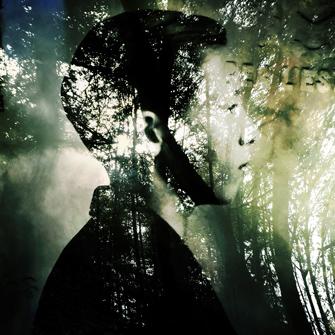 Sophie Zénon, L'HOMME-PAYSAGE (ALEXANDRE), 2015. Archive imprimée sur Plexiglas installée in situ puis photographiée. Format 40 x 40 cm. Détail d'un polyptyque de 11 photographies. © Sophie Zénon.